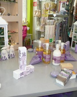 Escaparatismo en establecimiento de salud (cosmética, farmacia y ópticas)