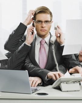 Empleado administrativo de los servicios almacenamiento y recepción