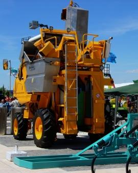 Operaciones auxiliares de mantenimiento de instalaciones y manejo de maquinaria y equipos en explotaciones ganaderas
